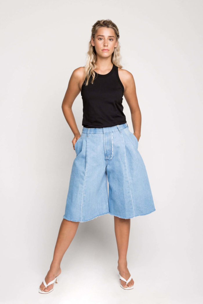 Sustainable denim label Ksenia Schnaider's long style denim shorts are the essential denim piece for every season. With street style in mind, pair with a relaxed tee or an oversized sweater and your favourite kicks or kitten heels for an evening look.